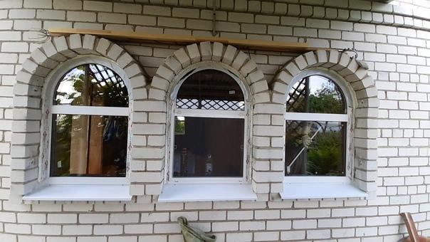 Облагородили дом с помощью новых окон